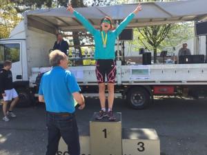 Nataliya freut sich über den ersten Platz in ihrer AK